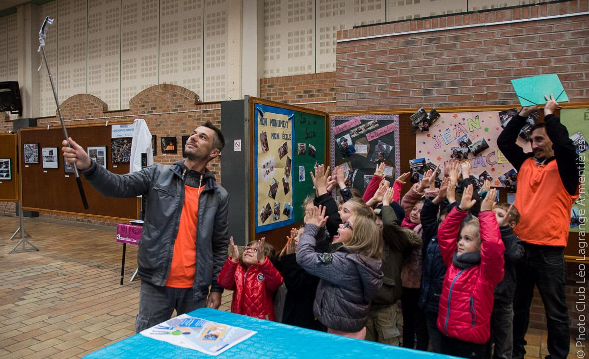 Les JADE réalisent leur Selfiefolie dans Armentières